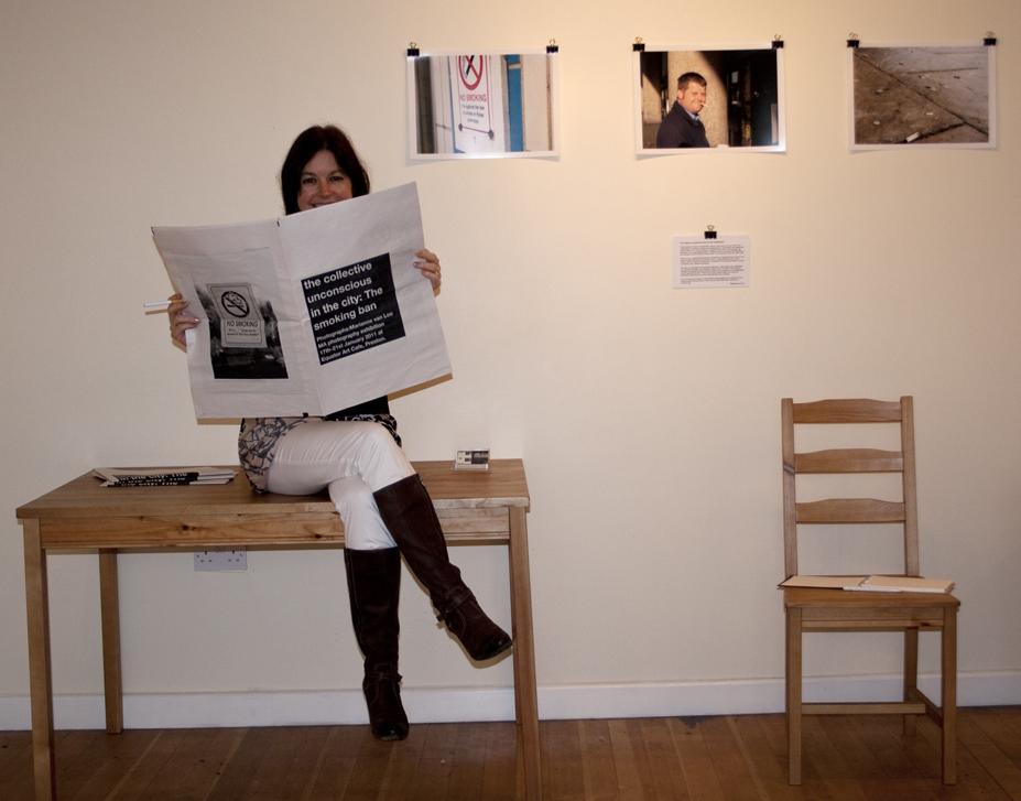 Marianne van Loo and her smoking newspaper